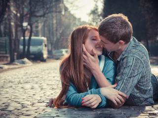 Как понять,что нравишься девушке